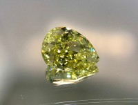 1.01ct Fancy Intense Yellow Pear VDYPE001@1x