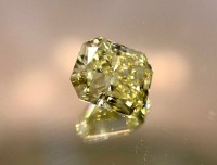 1.03ct Fancy Yellow Internally Flawless Radiant VDYRAD005@1x